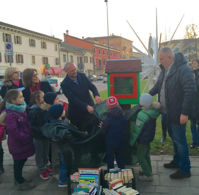 little free library inaugura 20151217